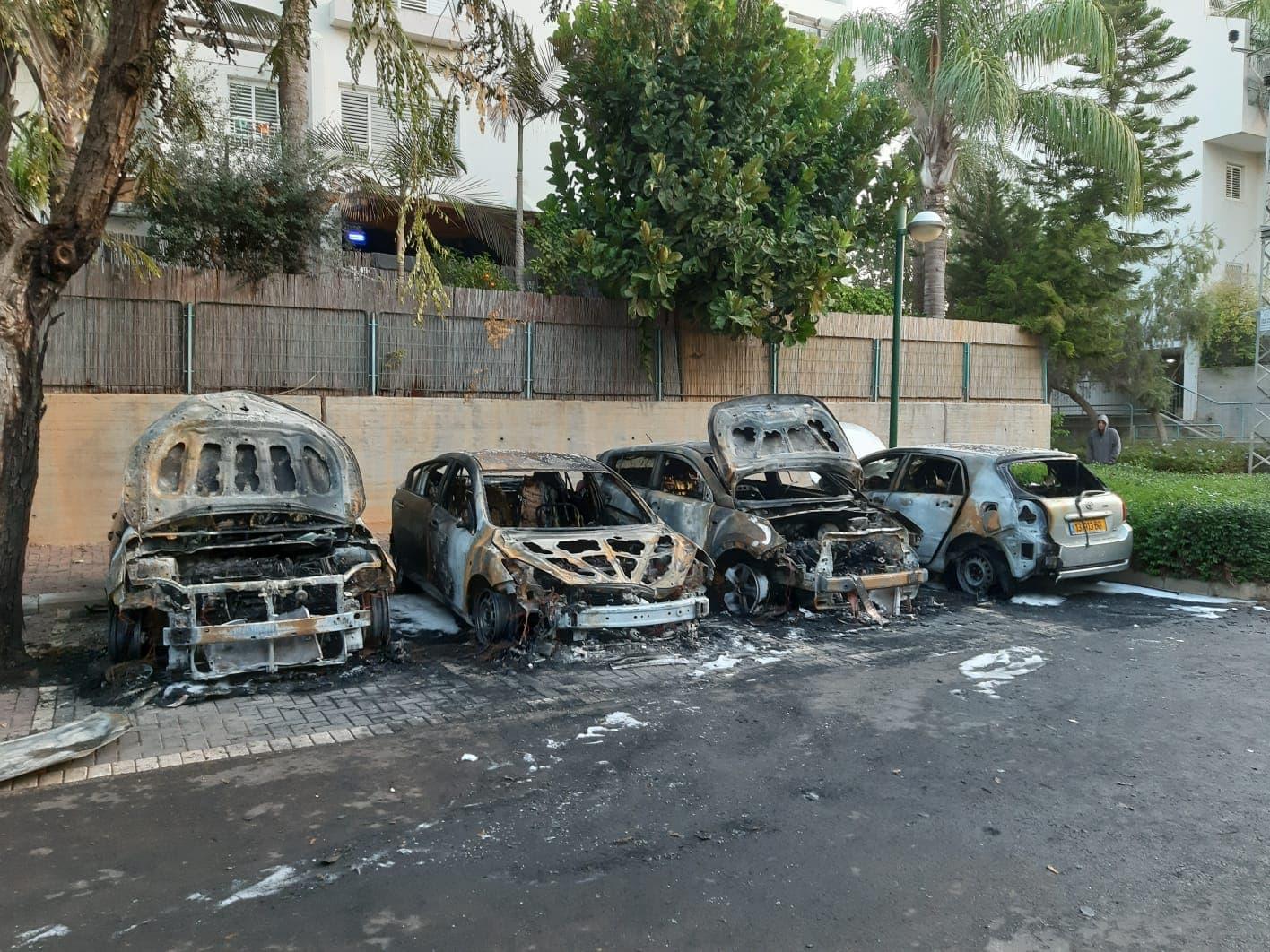 תעלומה בכפר סבא: מי עומד מאחורי החשד להצתת רכבים רבים ברחבי העיר בשנה האחרונה