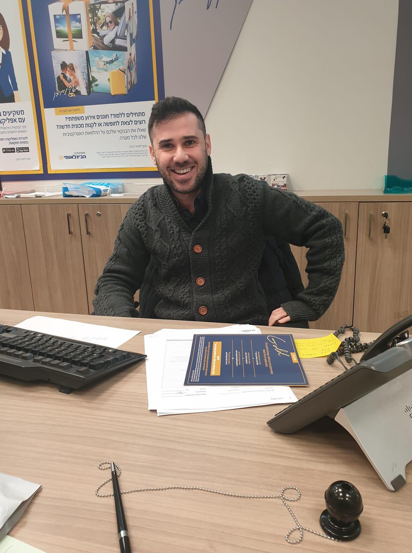 רומן גרינשטט מהבנק הבינלאומי ברחוב רוטשילד בכפר סבא, הוא עובד השבוע שלנו!