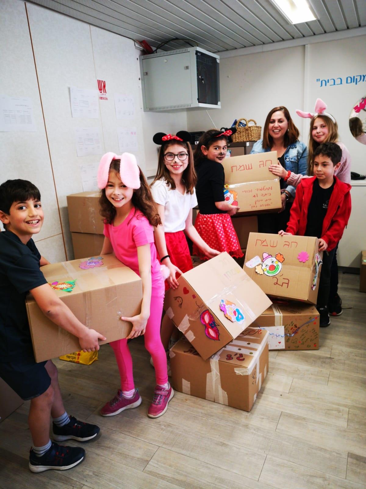 """כל הכבוד! תלמידי בית הספר """"אופירה נבון"""" תורמים משלוחי מנות מיוחדים לקהילה"""