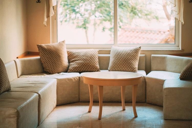 היתרון של מערכות ישיבה פינתיות עם ריקליינר