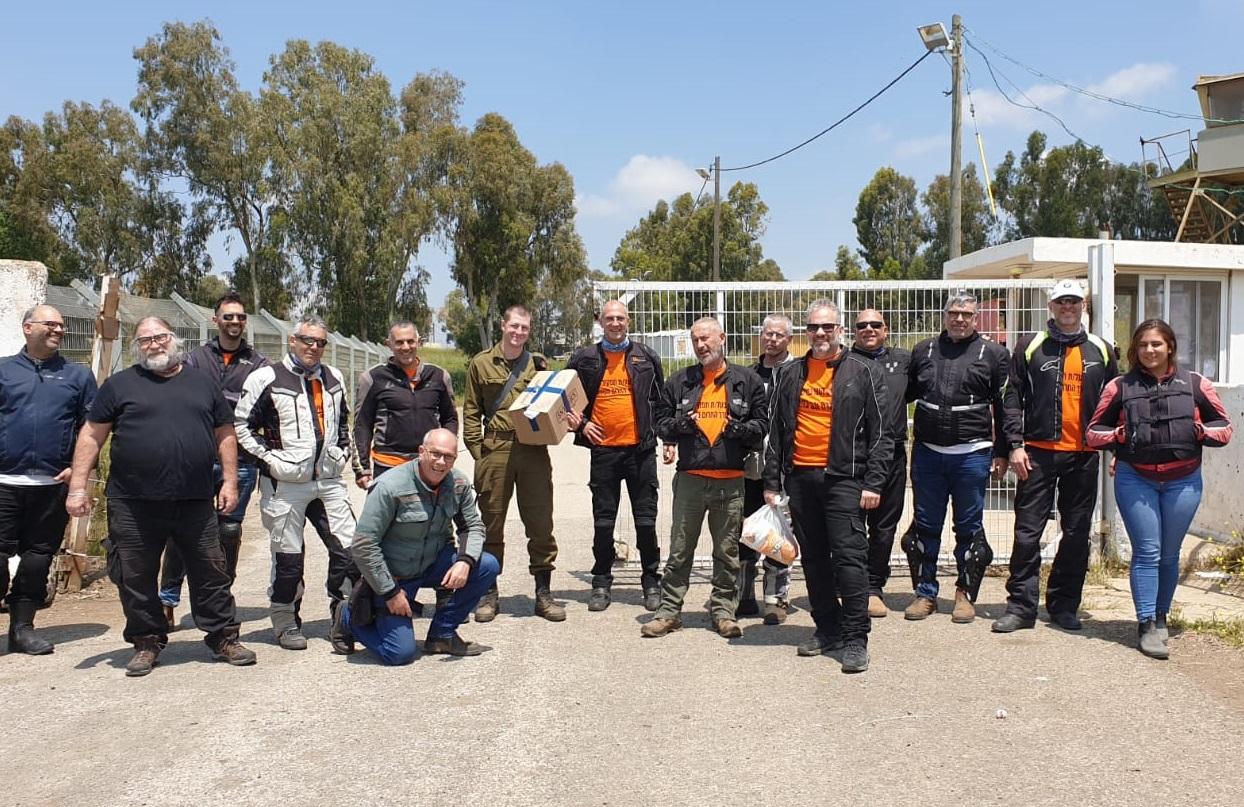 משהו קטן וטוב מהבית – עשרות אופנוענים העבירו חבילות מהבית לחיילים מכפר סבא
