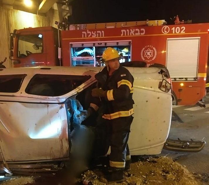 נהג רכב כבן 50 נפצע אנוש ונהגת רכב נפצעה קל ברחוב סוקולוב בכפר סבא