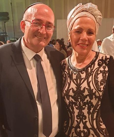 מזל טוב וסימן טוב לעורך דין מנשה אליאס ורעייתו עליזה, שחיתנו את בתם אילה לבחיר לבה יונתן. מזל טוב וברכות חמות !