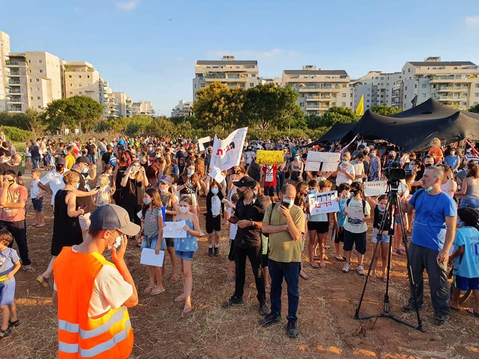 מחאת ענק: למעלה מ-1,000 תושבים הגיעו להפגנת מחאה של מטה המאבק המשותף נגד תוכנית הקמת הדפו