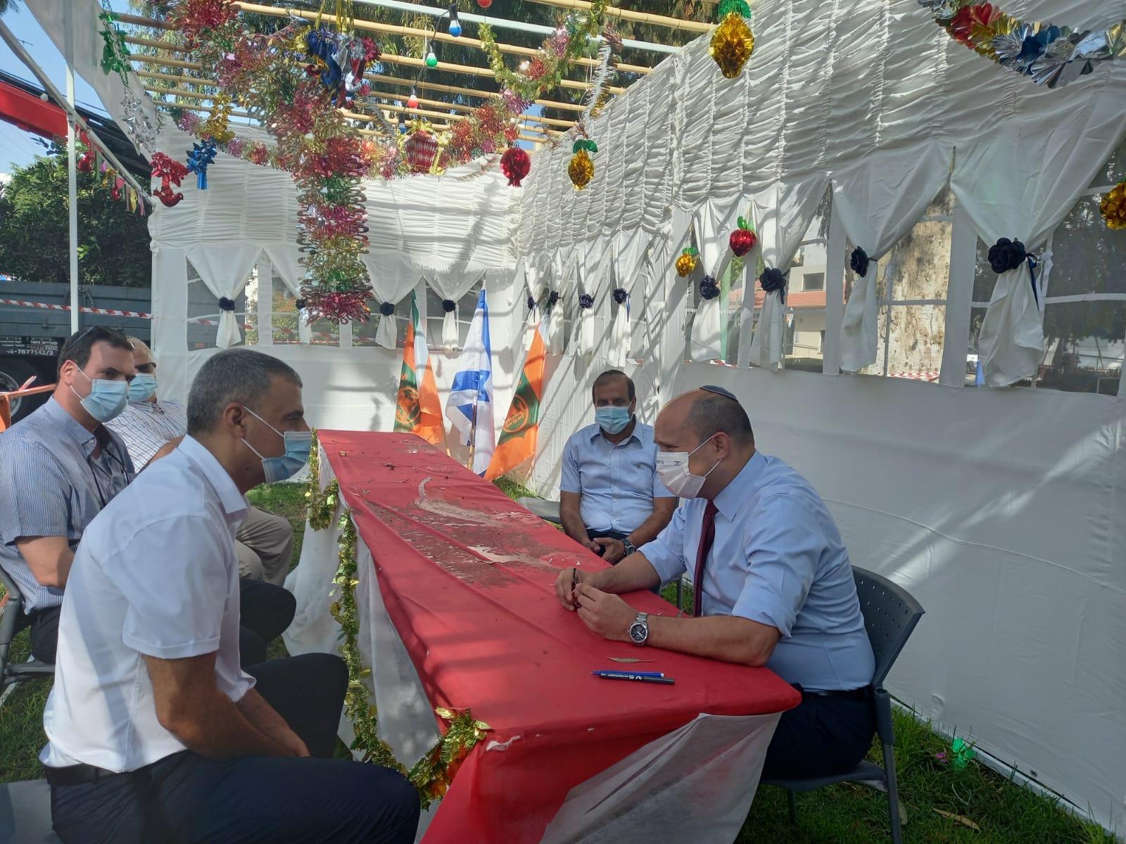"""ח""""כ נפתלי בנט הגיע לביקור בכפר סבא ונכח גם במפגש מקוון עם נציגי החינוך וההוראה בעיר"""