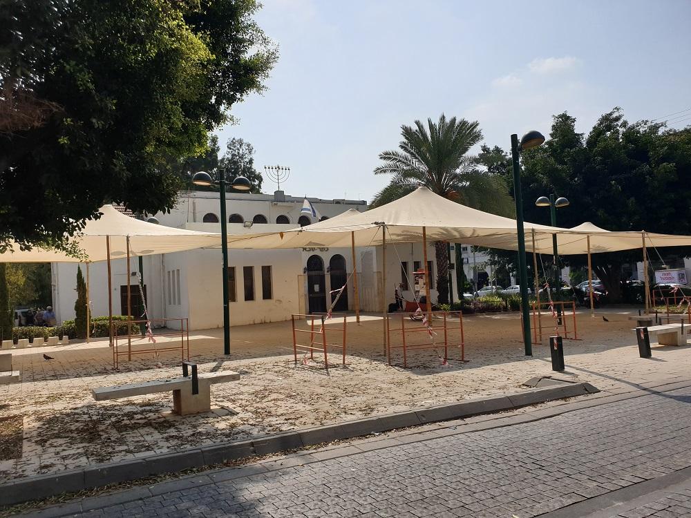 המועצה הדתית ועיריית כפר סבא רכשו 60 הצללות לבתי הכנסת ו- 3000 כסאות