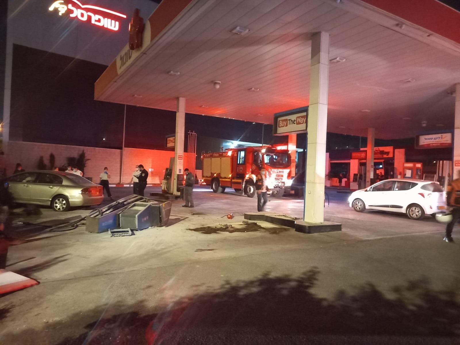 רכב התנגש במשאבת דלק, בנס לא היו נפגעים
