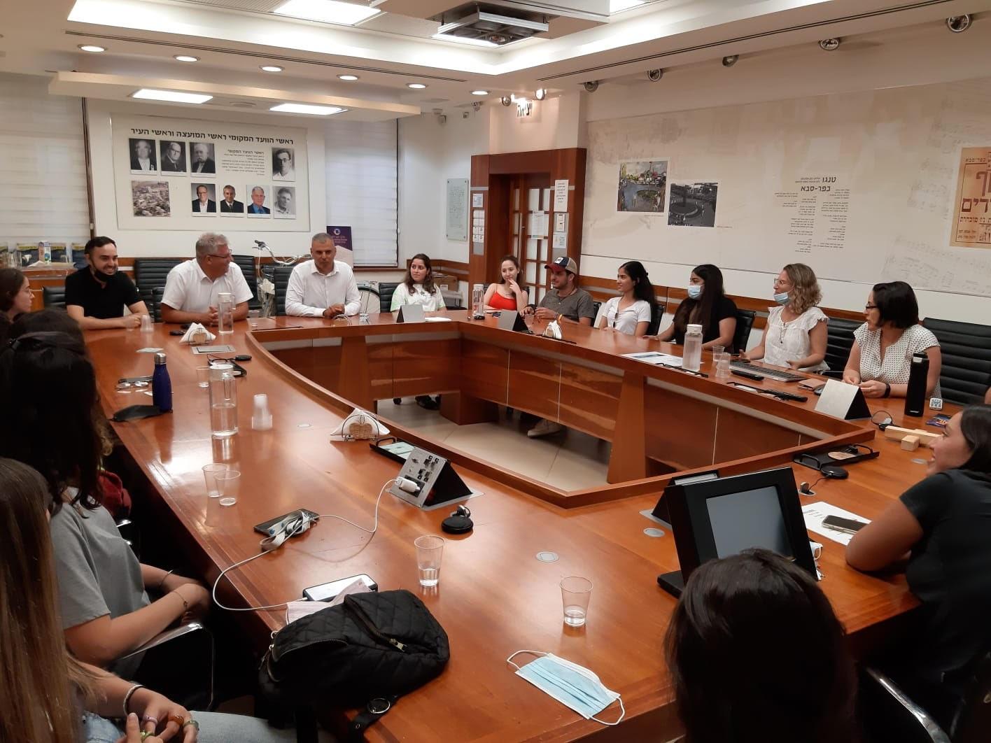 """לראשונה בישראל: תלמידי י""""ב מכפר סבא הקימו אתר להתמודדות עם בריונות ועבריינות ברשת, סמים, אלימות מינית"""